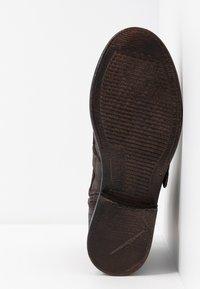 Levi's® - MAINE - Cowboy/biker ankle boot - dark brown - 6