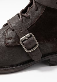 Levi's® - MAINE - Cowboy/biker ankle boot - dark brown - 2