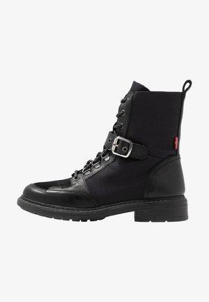SLY - Šněrovací kotníkové boty - regular black
