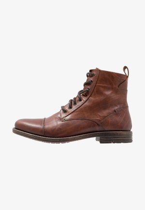 EMERSON - Botines con cordones - medium brown