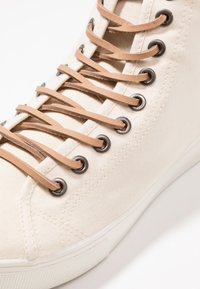 Levi's® - EDWARDS MID - Höga sneakers - light beige - 6