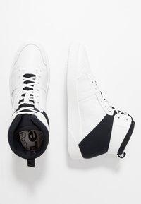 Levi's® - MULLET BSK - Vysoké tenisky - regular white - 1