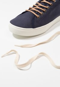 Levi's® - EDWARDS - Sneakers basse - navy blue - 5