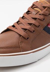Levi's® - TURNER - Baskets basses - brown - 5