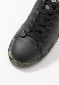 Levi's® - VERNON SPORTSWEAR - Sneakers basse - regular black - 5