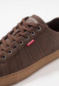 Levi's® - WOODWARD SPORTSWEAR - Sneaker low - brown - 5