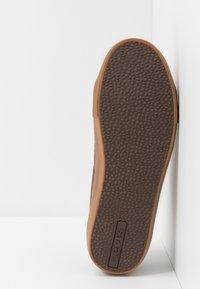 Levi's® - WOODWARD SPORTSWEAR - Sneaker low - brown - 4