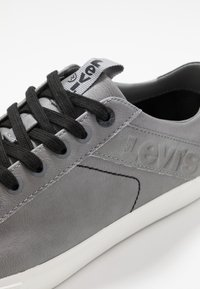 Levi's® - WOODWARD - Trainers - regular grey - 6