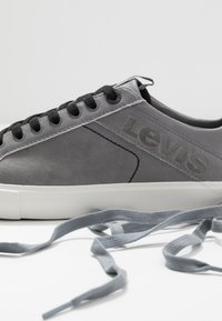 Levi's® - WOODWARD - Trainers - regular grey - 5