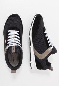 Levi's® - ALMAYER  - Sneakersy niskie - regular black - 1
