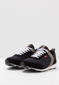 Levi's® - ALMAYER  - Sneakersy niskie - regular black - 2