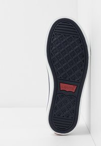 Levi's® - MAUI CVS K - Zapatillas - white - 5