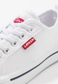 Levi's® - MAUI CVS K - Zapatillas - white - 2