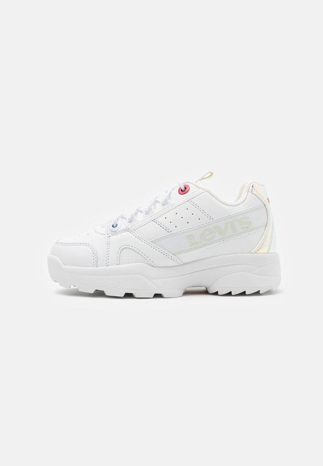 SOHO - Trainers - white/metallic silver