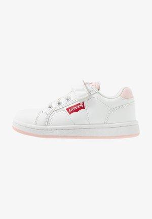 DYLAN - Matalavartiset tennarit - white/pink