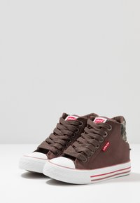 Levi's® - NEW YORK - High-top trainers - brown - 3