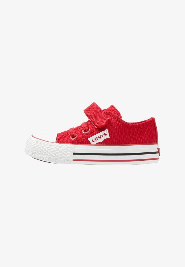 TRUCKER 02 - Zapatos de bebé - red