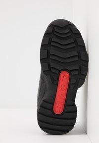 Levi's® - SOHO - Nazouvací boty - black - 4