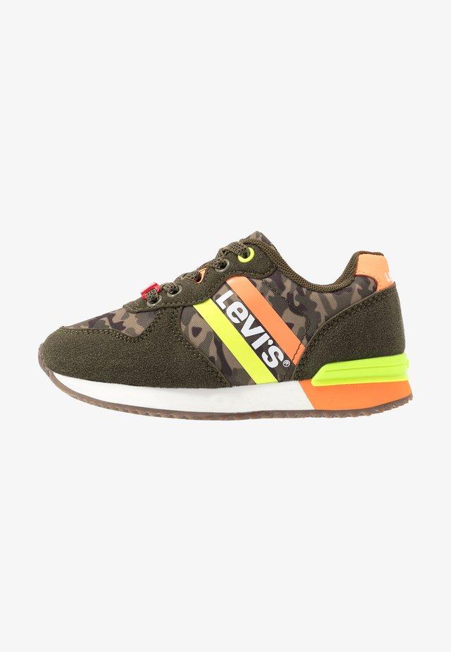 SPRINGFIELD - Sneakers laag - khaki/orange