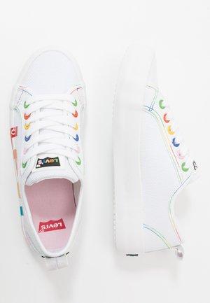 BETTY - Zapatillas - white