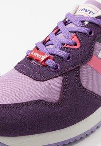 Levi's® - SPRINGFIELD - Sneakers basse - purple/pink - 2
