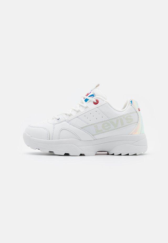 SOHO - Sneakers - white/metallic silver