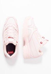 Levi's® - SOHO - Sneakersy niskie - light pink - 0