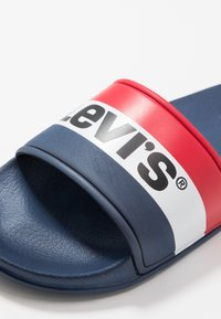 Levi's® - POOL - Pantofle - navy - 2