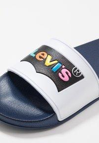 Levi's® - POOL - Slip-ins - white/navy - 2