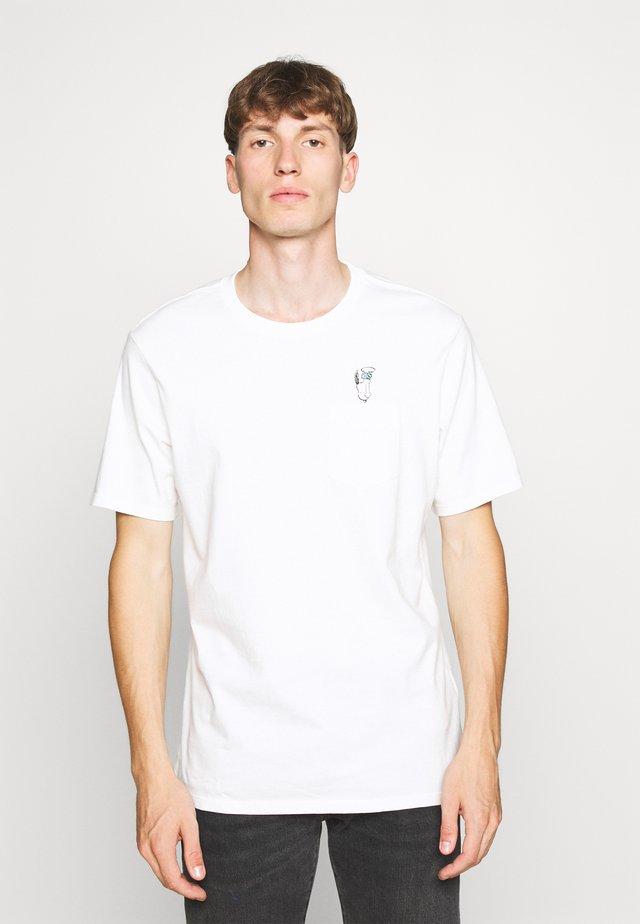 PEANUTS SUNSET POCKET TEE - T-shirts med print - white
