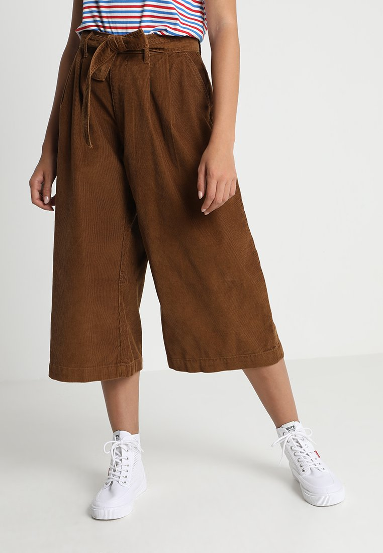 WIDE LEG PLEATED CROP Broek 14w spanish tobacco