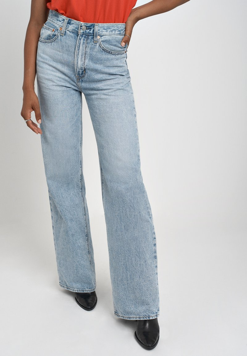 Levi's® - RIBCAGE WIDE LEG - Flared jeans - charlie boy