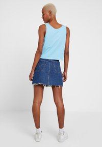 Levi's® - DECON ICONIC SKIRT - Falda acampanada - dark-blue denim - 2