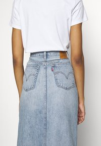 Levi's® - BUTTON FRONT MIDI SKIRT - Jupe crayon - blue cell - 3