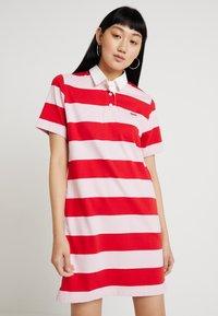Levi's® - RUGBY DRESS - Pletené šaty - reece pink lady - 0