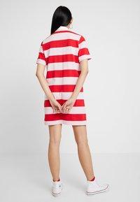 Levi's® - RUGBY DRESS - Pletené šaty - reece pink lady - 2