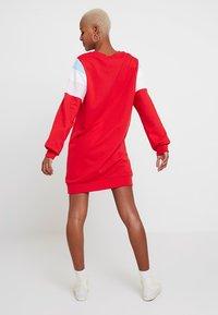 Levi's® - FLORENCE CREW DRESS - Kjole - baby tab dress brilliant red - 2