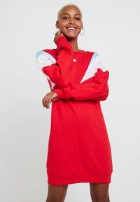Levi's® - FLORENCE CREW DRESS - Kjole - baby tab dress brilliant red - 3