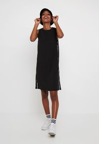 Levi's® - LOGO TAPE DRESS - Robe en jersey - meteorite - 1
