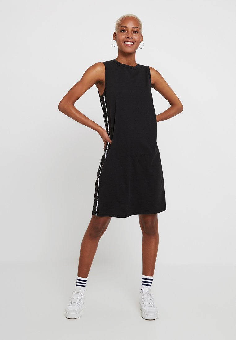 Levi's® - LOGO TAPE DRESS - Jerseykleid - meteorite