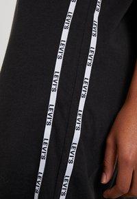 Levi's® - LOGO TAPE DRESS - Robe en jersey - meteorite - 6