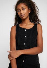 Levi's® - SIENNA DRESS - Robe en jean - black book - 3