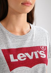 Levi's® - THE PERFECT - T-shirt z nadrukiem - grey