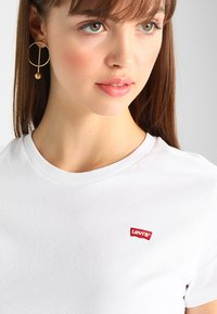 Levi's® - PERFECT TEE - Camiseta básica - white - 4