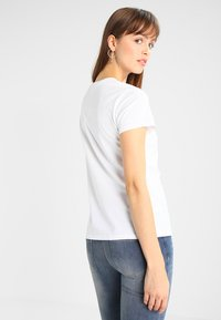 Levi's® - PERFECT TEE - Camiseta básica - white - 2