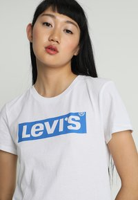Levi's® - THE PERFECT TEE - Triko s potiskem - white - 4
