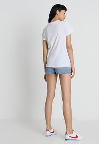 Levi's® - THE PERFECT TEE - Triko s potiskem - white - 2