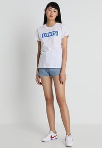 Levi's® - THE PERFECT TEE - Triko s potiskem - white - 1