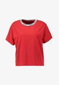 Levi's® - VARSITY TEE - Camiseta estampada - lychee red - 4