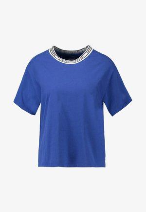 VARSITY TEE - Camiseta estampada - surf blue